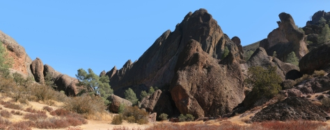 Rock_formations_at_Pinnacles_National_Monument
